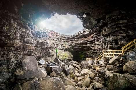 Lava Cave Viðgelmir Entrance