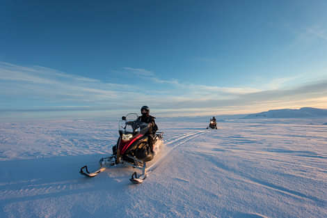 Snowmobiling on Lanjökull