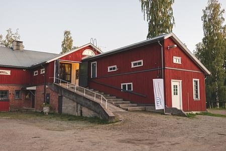 1000 Lakes Distillery Panimo- ja tislaamokierros 1000 Lakes Distilleryssä, Jyväskylä Jyväskylä