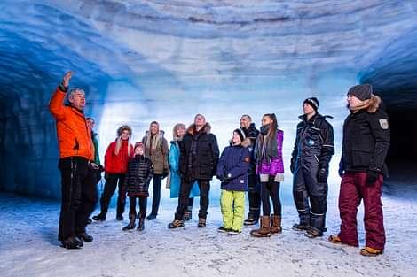Guide Into the Glacier