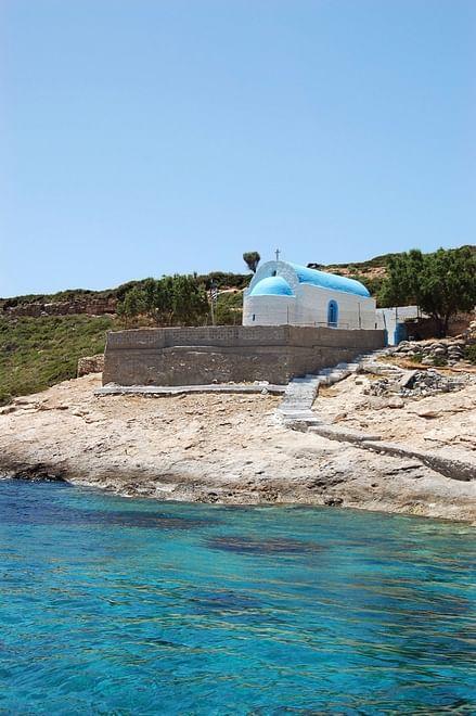 Die Kapelle von St. Nicolas, Schutzpatron der Seeleute, auf der unbewohnten griechischen Insel Plati, Kos, Griechenland