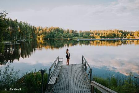Rentouttava ilta Varjolassa: Jooga, savusauna ja poreallas Laukaa