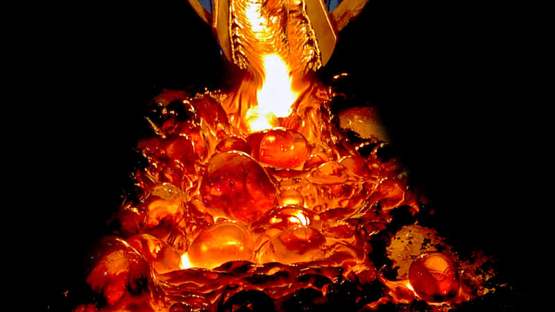 Experience real hot lava right in front of your eyes